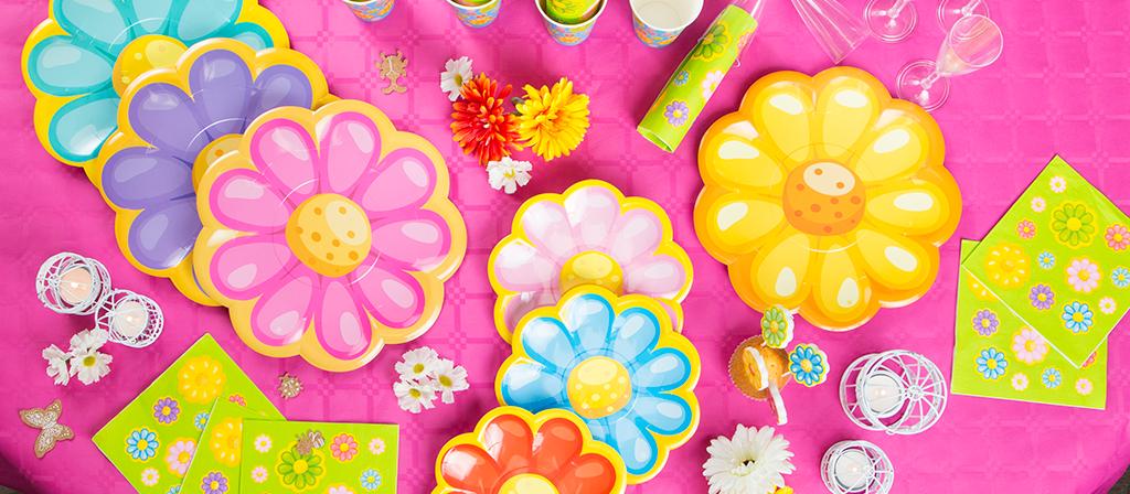 Piatti a forma di fiore e petali